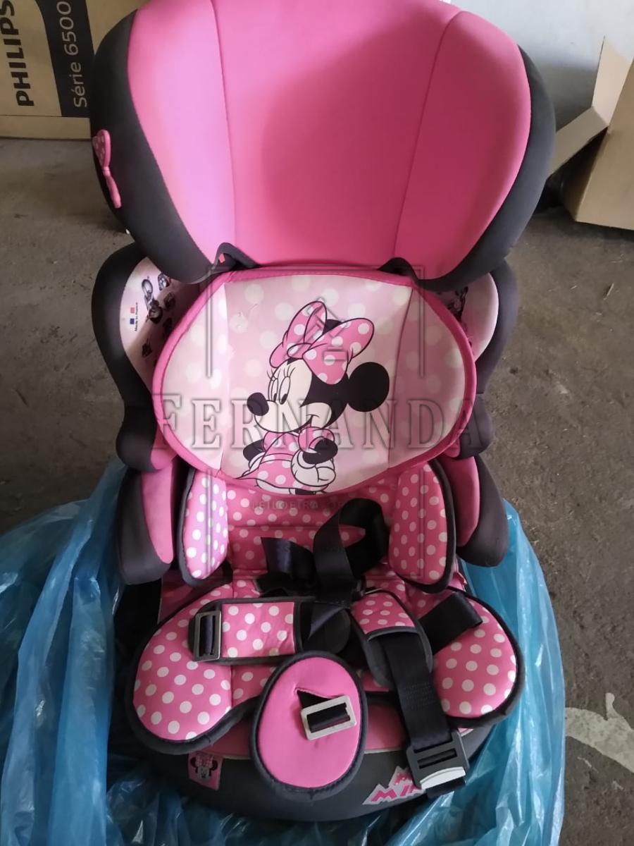 Cadeira para automóvel, 9-36kg. Avaliada em R$ 300,00.