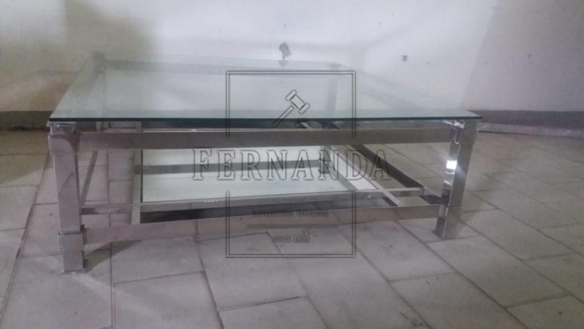 Mesa de centro medida 1m x 1m. Avaliação R$ 1.500,00
