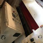 LOTE 015 - Uma máquina de perfurar couro marca Detec, ano 2012